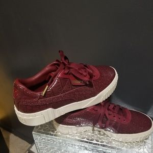 PUMA Croc Embossed Sneakers SIZE 9.5